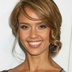 Hair updos front jessica alba for 2019 Oval Face Hairstyles, Celebrity Hairstyles, Hairstyles Haircuts, Down Hairstyles, Pretty Hairstyles, Wedding Hairstyles, Wedding Hair Front, Wedding Hair And Makeup, Bridal Hair