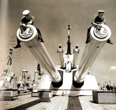 Members of the ship's company remove the tompions on the after guns of X & Y turrets on board HMS 'Vanguard' at Portsmouth, Hampshire, in preparation for removing her to the breaker's yard after a 14 year career - UK - 31 May 1960 Hms Vanguard, The Breakers, Royal Marines, Big Guns, Great Life, Navy Ships, Pin Up, Royal Navy, Portsmouth