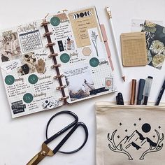 Quinn Bouley (@mindful_hookup) • Фото и видео в Instagram Bujo, Kiss Mark, Discbound Planner, Bullet Journal, Blank Book, Planning, Day Book, Travelers Notebook, Studyblr