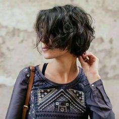 18 Fresh Short Hairstyles for Wavy Hair Hair Short Hairstyles For Women, Hairstyles Haircuts, Natural Hairstyles, Sleek Hairstyles, Wedding Hairstyles, Short Curly Hair, Curly Hair Styles, Curly Pixie, Messy Short Hair Cuts