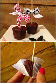Chocolate em um pauzinho que vira chocolate quente encantador