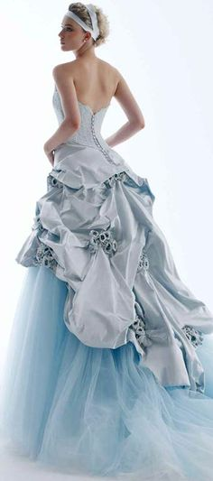 The Romantic Blue Bride's Dress / silver_g_10001.jpg (340×768) RS Couture / fashionbride.files.wordpress.com / The DOUBLE Wedding