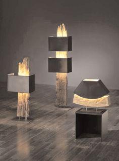 Modern meets Rustikal     Die Stehlampe Antonia wird aus antiken Eichenbalken gefertigt und mit modernen Lampenschirmen aus schwarzem Stoff...