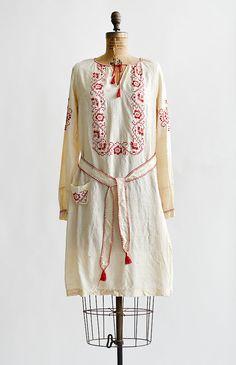 love this for beach / travel ~ vintage 1920's Ukrainian natural silk dress
