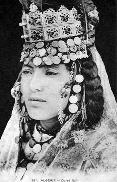 Africa | Ouled Nail woman. Algeria. Post stamped 1908. || Vintage postcard; collection Ideale P.S. No 387.