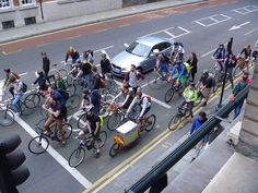 1 in 4 rush hour vehicles in London is a bicycle - a beautiful sight! #biketowork
