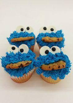 Cookie Monster Cupcakes. Cookie Monster Cupcakes, Fun Cupcakes, Delicious Food, Cookies, Desserts, Cool Cupcakes, Crack Crackers, Tailgate Desserts, Deserts
