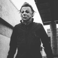 Happy New Year! how to choose good clothes Halloween Garage, Halloween Series, Halloween Horror, Halloween Cosplay, All Horror Movies, Horror Films, Halloween Resurrection, Michael Meyer, Movies