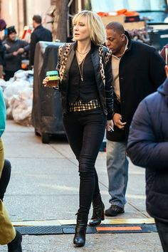 Resultado de imagen para cate blanchett outfits in oceans 8 Rocker Style, Rocker Chic, Looks Style, My Style, Moda Vintage, Glam Rock, Dandy, Suits For Women, Girl Crushes