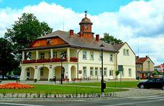 Ratusz w Narolu. Budowla powstała w latach 1928-1932. Siedziba władz miejskich.