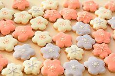 Cookies Cute with sakura leaves Sugar Cookie Frosting, Royal Icing Cookies, Cupcake Cookies, Sugar Cookies, Japanese Party, Japanese Snacks, Japanese Sweets, Christmas Desserts, Holiday Treats