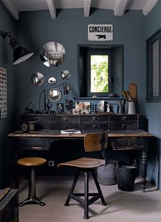 This dark rustic workspace looks like a wonderful novel is about to jump right out of it. The cluster of mirrors are a beautiful touch that help to add light to the room while keeping it's atmosphere. For more workspace inspiration, follow this board. #curiographer