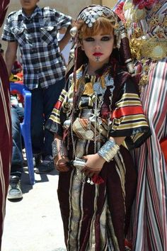 Young girl dressed in folklore costume - Libya Traditional Fashion, Traditional Dresses, Beautiful Children, Beautiful People, Folk Costume, Costumes, Beauty Around The World, People Around The World, World Cultures