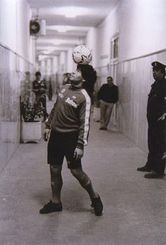 Diego Maradona Football Images, Football Design, Football Pictures, World Football, Football Soccer, Soccer Teams, Soccer Guys, Football Players, Retro Pictures