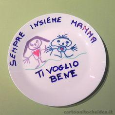 Un piatto? Possiamo colorare anche quello? Allora faremo proprio un bellissimo regalo alla mamma! Papà, nonni, serve il vostro aiuto!