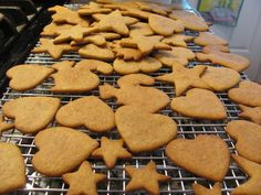 Pepparkakor - easy to make & delicious. Ginger Snap Cookies, Ginger Snaps, Christmas Traditions, Gingerbread Cookies, Cookie Recipes, Treats, Baking, Paper, Girls