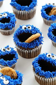 Cookie Monster Cupcakes | Community Post: 15 Yummy Treats That Look Just Like Cookie Monster