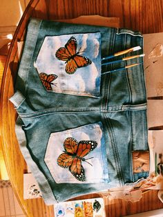 Kleidung diy If you plan on using your garden as a source of relaxation, it is possible that you may Painted Shorts, Painted Denim Jacket, Painted Jeans, Painted Clothes, Denim Paint, Diy Clothing, Custom Clothes, Sewing Clothes, Fabric Painting