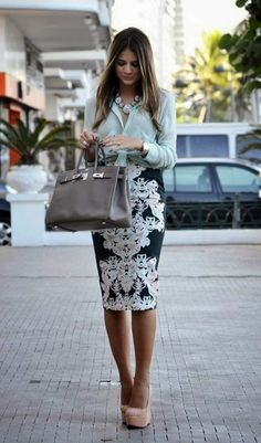 Stylish Ashley: A light green blouse paired with a baroque print pencil skirt & styled with nude platform pumps, a grey satchel & a blue statement necklace Work Fashion, Modest Fashion, Skirt Fashion, Jw Fashion, Style Fashion, Fashion Beauty, Business Outfit Frau, Business Wear, Business Casual