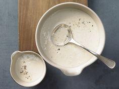 Die leichte Variante der klassischen Mehlschwitze. Helle Sauce - (Grundrezept) - smarter - Kalorien: 75 Kcal - Zeit: 5 Min. | eatsmarter.de