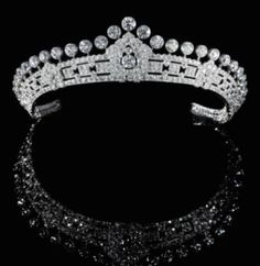 Diamond tiara, by Cartier. From the estate of Mary (Crewe-Milnes) Innes-Ker, Duchess of Roxburghe, the first wife of the Duke of Roxburghe diamond tiara, Cartier. Magnificent Jewels and Noble Jewels Royal Crowns, Royal Tiaras, Tiaras And Crowns, Cartier Jewelry, Antique Jewelry, Jewelery, Vintage Jewelry, Gothic Jewelry, Diamond Tiara