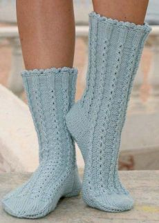 """socks in """"Merino Extra Fine"""" with cables by DROPS design Knitting Patterns Free, Free Knitting, Free Pattern, Crochet Patterns, Scarf Patterns, Drops Design, Crochet Slippers, Knit Crochet, Magazine Drops"""