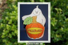 Vyrobte si veselú dekoráciu na Halloween s tekvicou a veselým duchom.