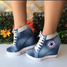Source by shoes wedges Converse Wedge Sneakers, Sneaker Heels, Cute Shoes Heels, Pretty Shoes, Fashion Boots, Sneakers Fashion, Stilettos, High Heels, Kawaii Shoes