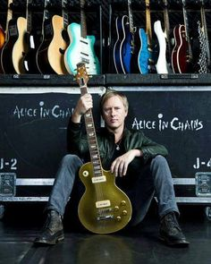 Jerry Cantrell, one of my favorite musicians.Freaking awesome singer and guitarist.