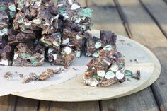 Mint Chunk Rocky Road - Mint slice, peppermint crisp (or mint aero), marshmallows and chocolate.