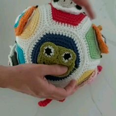 This is a learning ball for children to learn animal noices Amigurumi Toys, Handmade Items, Handmade Gifts, Baby Crafts, Stuffed Toys Patterns, Teaching Kids, Crochet Hooks, Crochet Projects, Kicks