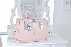 Pastel pink purse. Perf! ~JustBrooke101~