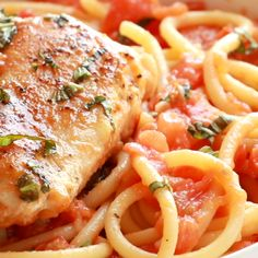 Garlic Basil Chicken with Tomato Butter Sauce Garlic Basil Chicken – you won't believe that this easy real food recipe only requires 7 ingredients like basil, garlic, olive oil, tomatoes, and butter. Pasta Recipes, Real Food Recipes, Chicken Recipes, Dinner Recipes, Cooking Recipes, Healthy Recipes, Garlic Recipes, Recipe Chicken, Beef Recipes