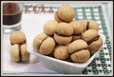 Ricetta baci di dama, biscotti di origine piemontese preparati con farina di mandorle e nocciole e ripieni di cioccolato fondente.