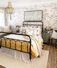 45 Sophisticated Farmhouse Bedroom Design Ideas That You Will Like It - A white bedroom can really work with all different kinds of design styles. Plus, you probably won't even have to paint your walls. It's a chance to re. Dream Bedroom, Home Bedroom, Cottage Bedroom Decor, Fall Bedroom Decor, Cottage Chic, Home Interior, Interior Design, Deco Rose, Design Living Room