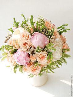 Купить или заказать Букет невесты розово-персиковый в интернет-магазине на Ярмарке Мастеров. Букет невесты розово-персиковый с пионами и кустовой розой - 6500 рублей. Букет невесты из живых цветов. Очень нежное и необычное сочетание цвета в этом букете.