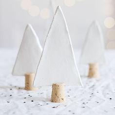 Hoe leuk zijn deze? En simpel te maken van klei en kurk #swapjunkie #diytip #handmade #swapgift #polymereclay #cork #advent2016swap source: 79ideas.org