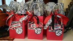 Treat bags for volleyball. Ribbon is a hair bow for each player. Treat bags for v Diy Volleyball Gifts, Volleyball Hair Bows, Volleyball Snacks, Volleyball Hairstyles, Volleyball Workouts, Volleyball Ideas, Volleyball Decorations, Volleyball Locker, Basketball
