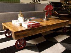 mesa de pallet com rodas de roldana