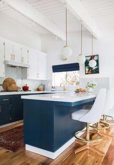 My sweet blue and white midcentury modern kitchen Modern Kitchen Cabinets, Kitchen Flooring, Kitchen Dining, Kitchen Backsplash, Kitchen Island, Kitchen Ideas, Diy Kitchen, Kitchen Countertops, Gloss Kitchen