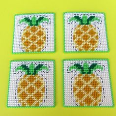 Plastic Canvas Coasters, Plastic Canvas Patterns, Crochet Crafts, Bead Crafts, Pineapple Drinks, Crochet Penguin, Fuse Beads, Perler Beads, Pineapple Design