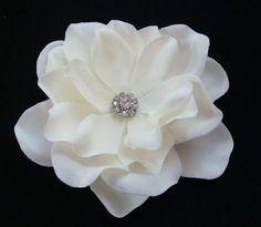 Sparkling Elegant Simplicity PETITE flower / Bridal Ivory Flower Hair Clip Small Sparkly Rhinestone / light ivory hair flower