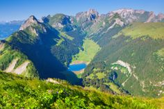 Der Alpstein von oben mit Blick auf den Sämtisersee, einer unserer drei kostbaren Edelsteinen.