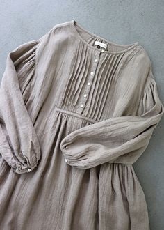 라르 니 에 정원 LARNIE Vintage & Zakka - 패션 Tesettür Nişanlık Modelleri 2020 - Tesettür Modelleri ve Modası 2019 ve 2020 Kurti Neck Designs, Kurta Designs Women, Blouse Designs, Pakistani Dresses Casual, Pakistani Dress Design, Hijab Fashion, Fashion Dresses, Hijab Look, Sleeves Designs For Dresses