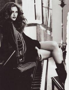 b+w piano girl