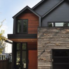 Excellent Architecture From The Best House Exterior Design Ideas : Stunning House Exterior Design Wooden Siding Wooden Ceiling Lighting Fixtures Wooden Gate - Decor Home Cedar Siding, Exterior Siding, Exterior House Colors, Exterior Paint, Exterior Design, Grey Siding, Rock Siding, Steel Siding, Exterior Windows