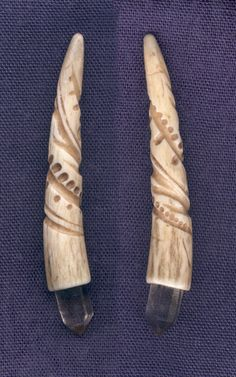 Antler quartz pendants ~ carved antler tip set with small quartz crystals, about three inches long. There is a cord hole about an inch down from the top. Artist *DonSimpson on deviantART Deer Antler Jewelry, Deer Antler Crafts, Antler Art, Bone Crafts, Art Diy, Animal Bones, Art Carved, Bone Carving, Native Art