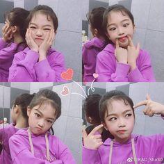 """나하은 (Na Haeun) 팬페이지 on Instagram: """"Her selfies are always the best~ 😍 [Before Dance Practice] 🕺 . ©@baostudio_bykidsplanet [Weibo] @awesomehaeun  #나하은 #하은 #어썸하은 #어썸니스 #셀카 #사진…"""" Cute Asian Babies, Cute Korean Girl, Na Haeun, Cute Kids, Babys, Dancer, Teen, Kpop, Selfie"""