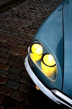 """citroen DS is the first car with headlights """"follow """" the steering system ...for the pioneer"""