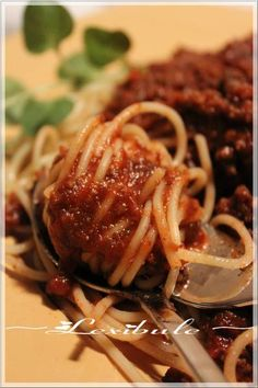 les milles & un délices de ~lexibule~: ~Sauce à spaghetti Italien de Franden~ Pizza, Food And Drink, Fruit, Burgers, Ethnic Recipes, Italian Spaghetti Sauce, Meal, Eat, Gnocchi
